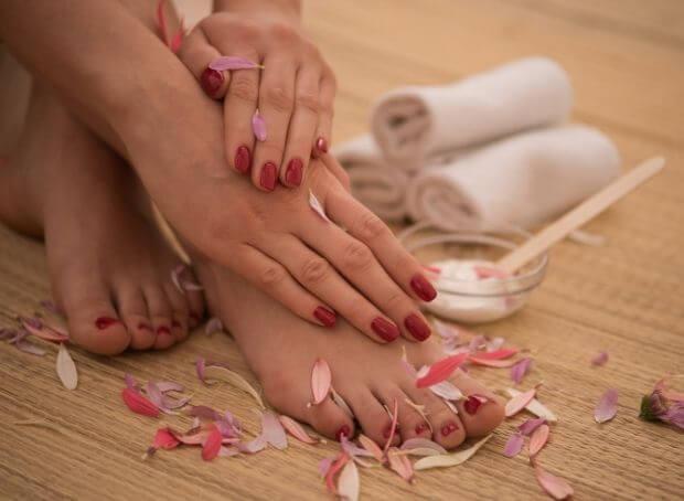 Belle en été 3 : Jolis pieds, belles mains